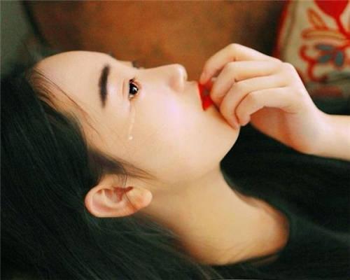 是谁让她落泪了?不心疼吗表情图片