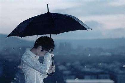 我在落雨的季节倍感孤独表情图片