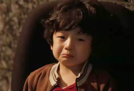 忍不住想流泪的小孩表情图片